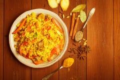 Indier Biryani med höna och kryddor arkivfoton