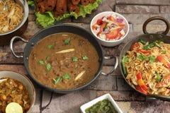 Indier Dal Makhani med Pulav eller grönsaken Pulao och Chana Masal royaltyfri bild