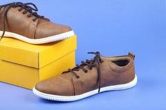 Indier gjorda skor för man` s arkivfoton