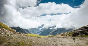 Indier Himalaya - Rohtang passerande eller Rohtang La, 3978 M royaltyfria foton