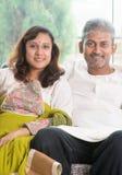 Indier kopplar ihop royaltyfri fotografi