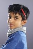 Indier Little Boy med solglasögon fotografering för bildbyråer