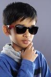 Indier Little Boy med solglasögon royaltyfri bild