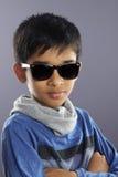 Indier Little Boy med solglasögon royaltyfri foto