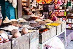 Indier Marketstall som säljer ingredienser royaltyfri foto