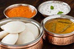 Indier overksamt med chutney och sambaren arkivbilder