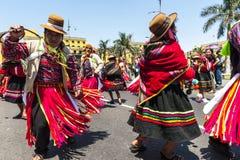 Indier som dansar den historiska mitten av Lima royaltyfria bilder
