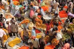 Indiern blommar gatamarknaden Arkivbilder