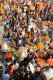 Indiern blommar gatamarknaden Arkivfoto