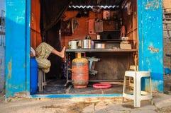 Indiern chai shoppar Arkivbild