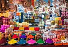 Indiern shoppar arkivfoton