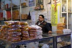 Indiern shoppar i Delhi Royaltyfri Foto