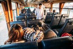 Indietro del foulard nel bus con luce solare a Vientiane, il Laos fotografia stock