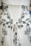 Indietro di un vestito dal corsetto di nozze fotografie stock