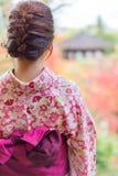 Indietro di una ragazza abbastanza giapponese in bella atmosfera Questo pic Fotografia Stock