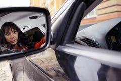 Indignerad kvinnlig chaufför Fotografering för Bildbyråer