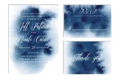 Indigoblått marinblå bröllopuppsättning med hand dragen vattenfärgbakgrund Inkluderar Invintation, rsvp och tackar dig cards mall Arkivfoton