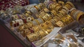 Indio oriental hermoso de la joyería del oro, árabe, egipcio Fotos de archivo
