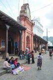 Indios bij het stadhuis van Chchicastenango Stock Fotografie