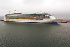 Indipendence des mers conduisent à vitesse normale accouplé au port Images libres de droits