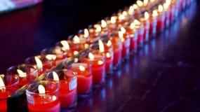 Indique la llama del fuego de la vela para ruegan a Buda Fotografía de archivo libre de regalías