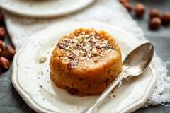 Indisch die dessert van griesmeelbloem en noten wordt gemaakt Stock Foto