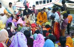 Indisch huwelijk in Varanasi Stock Afbeelding