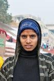Indisch jong meisje op Ghat in Varanasi royalty-vrije stock afbeelding