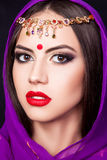 Indisch meisje in het beeld van een mooie make-up Royalty-vrije Stock Afbeeldingen
