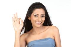 Indisch meisje in o.k. actie royalty-vrije stock afbeelding