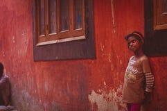 Indisch Meisje op de straat Stock Foto's