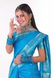 Indisch meisje in uitstekend zeggen van Sari Stock Fotografie