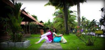 Indisch Traditioneel Jong gehuwd Paar Stock Fotografie