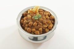 Indisch Voedsel Chana Masala in roestvrij staalpot stock afbeeldingen
