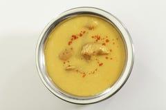 Indisch Voedsel Kadhi met gatte in roestvrij staalpot stock fotografie
