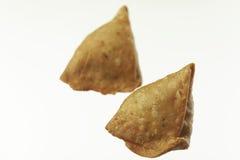 Indisch Voedsel: traditionele Indische kruidige knapperige gebraden Punjabi Samosa royalty-vrije stock fotografie