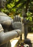 Indisch vrouwenstandbeeld in namaste Royalty-vrije Stock Foto