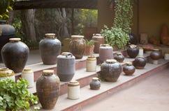 Indische aardewerkinzameling bij vishala, ahmedabad Stock Afbeeldingen