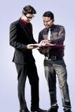 Indische Angestellte, die zusammenarbeiten Lizenzfreie Stockfotos