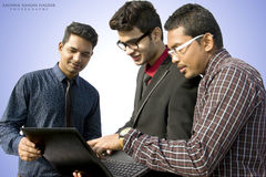 Indische Angestellte, die zusammenarbeiten Stockbild