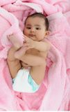 Indische baby bezig in het spelen met benen. Royalty-vrije Stock Foto
