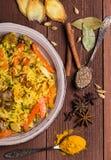 Indische Biryani met kip en kruiden Stock Afbeeldingen