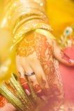 Indische Brauthände, Weichzeichnung Stockbilder