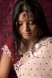 Indische Brautschönheit mit tikka Stockbild