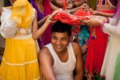 Indische bruidegom die huwelijksrituelen doen Royalty-vrije Stock Foto