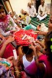 Indische bruidegom die huwelijksrituelen doen Royalty-vrije Stock Fotografie