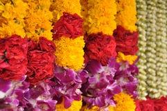 Indische bunte Blumengirlanden Stockbilder