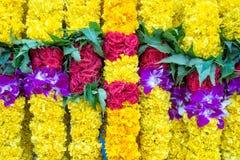 Indische bunte Blumengirlanden Stockbild