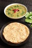 Indische cuisine- Dal palak schotel royalty-vrije stock afbeelding