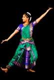 Indische Dame die een Bharatanatyam-Dans uitvoeren Stock Fotografie